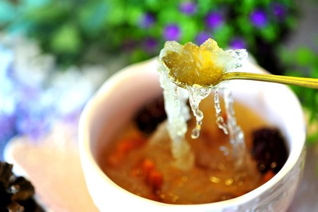 红糖可以和燕窝一起炖煮吗,燕窝适合搭配哪些食材炖煮